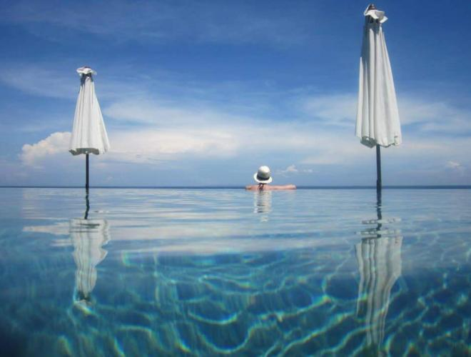 THE INFINITY POOL WITH SPECTACULAR OCEAN VIEW
