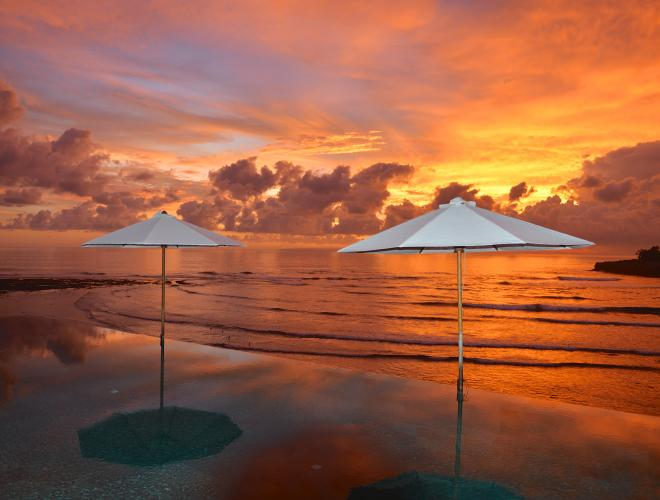 GLORIOUS TROPICAL SUNSET FROM THE SPECTACULAR INFINITY POOL